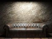 Sofa en cuir en chambre noire — Photo