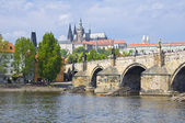 Prague Castle (Czech: Prazsky hrad) and Charles Bridge — Stock Photo