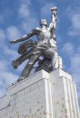 MOSCOW - AUGUST 12: Famous soviet monument Worker and Kolkhoz Wo — Stock Photo