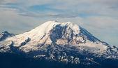 High Altitude Full Aerial View of Mount Rainier — ストック写真