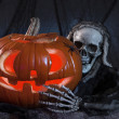 Skull monster and halloween pumpkin — Stockfoto