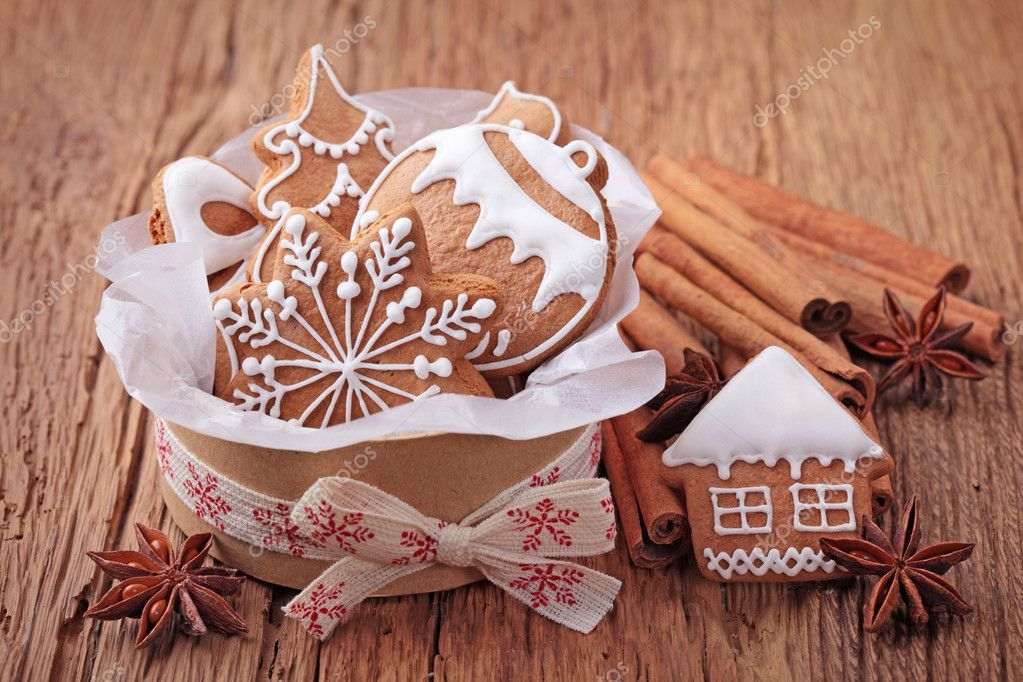 Gingerbread cookies in gift box — Stock Photo #13659236