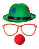 Chapeau de clown avec des lunettes et nez rouge — Photo