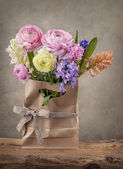 Hyacinths and ranunculus flowers — Stock Photo