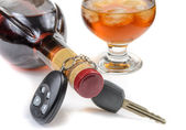 Glass of alcohol and car keys — Stock Photo