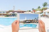 Fotografiando el dispositivo móvil — Foto de Stock