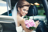 Beautiful happy young bride — Stock Photo