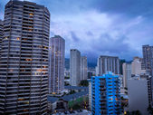 Ala Moana Boulevard and  Honolulu skyline — Stock Photo