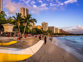 Waikiki beach at sunset — Stock Photo