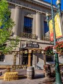 Bank and Baron pub — Stock Photo
