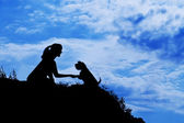 Silhouette of girl train a dog — 图库照片