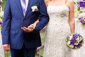 Gelinler çiçek düğün gününde closeup — Stok fotoğraf