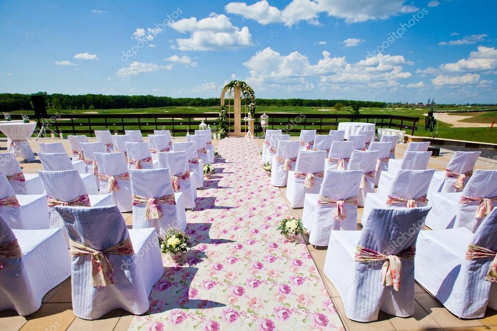 Wedding ceremony set up in garden — Stock Photo © stahov ...