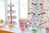 Chokolate cupcakes with hearts — Stock Photo