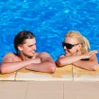 couples in swimming pool look at each other — Stock Photo