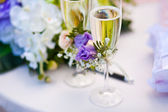 Weddimg glasses with champagne or vine — 图库照片