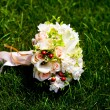 Bouquet of beautiful wedding flowers — Stock Photo