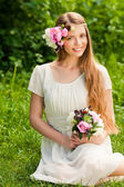 Beautiful girl with bouquet of flowers in outdoor — Stock Photo