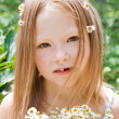 Little girl with a bunch of daisies — Stock Photo