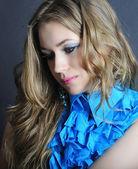 Uzun saçlı güzel kız parlak portre — Stok fotoğraf