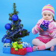 The little girl with the Christmas tree and gifts — Stock Photo