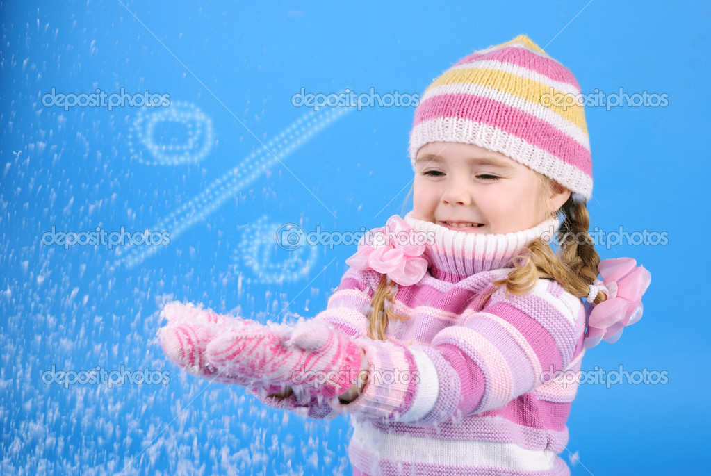 The little girl with the Christmas tree and gifts — Stock Photo #17837391