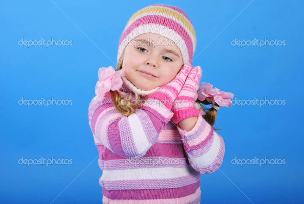 The little girl with the Christmas tree and gifts — Stock Photo #17837459
