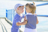 The little kids kissing by the sea — Stock Photo