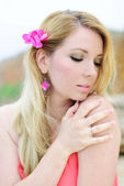 Beautiful blonde ashore epidemic deathes in rose gown — Stock Photo