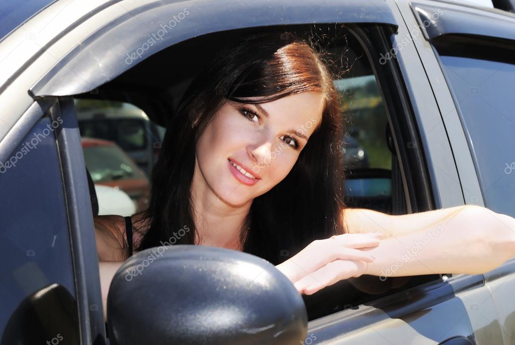 Картинка девушка за рулем фото