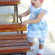 The little girl on the walk — Stock Photo