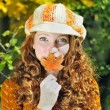 Young beautiful red-haired girl in the autumn park — Stock fotografie