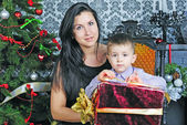 Mother with child near new year's fir tree — Stock Photo