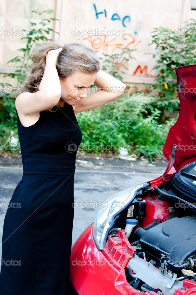 Beautiful young woman near the broken car — Stock Photo #12864675