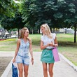 Two girls walking in the park — Stockfoto