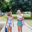 Two girls walking in the park — Foto de Stock