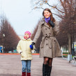 Mother and daughter walking in the park - Stockfoto