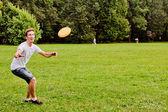 Man playing frisbee — Stock Photo