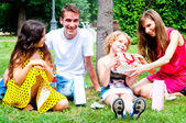 Family in the park — Foto Stock