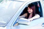 Kvinna i bilen — Stockfoto