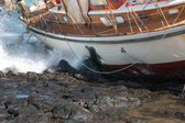 Yacht crash on the rocks after stormy weather — Foto Stock