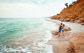 Young couple hugging near the sea shore... — Stock Photo