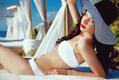 Pretty young girl posing in a swimsuit — Stockfoto