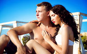 Pretty young couple on the beach — Stok fotoğraf