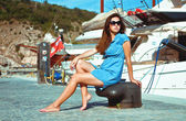 Girl on quay at the sea on a background of yachts — Stock Photo