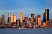 Seattle downtown skyline at dusk viewed from Hamilton park — Stock Photo