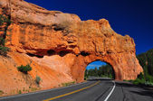 Red Arch road tunnel at bryce canyon — Stock Photo