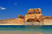 Solitary rock in the middle of Lake Powell — Stock Photo