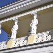 Statues, columns supporting the roof — Stock Photo