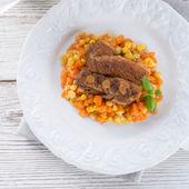 Kaburga ile havuç ve mısır — Stok fotoğraf